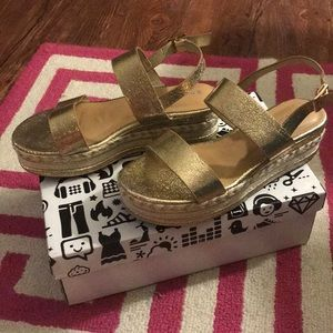 NWT Gold Sandals! Size 7.5